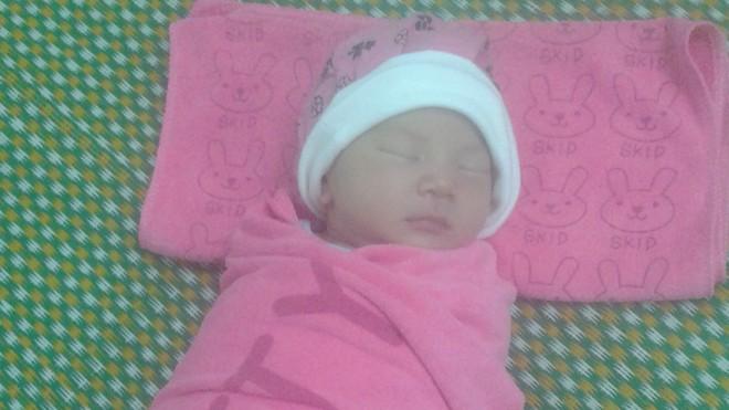 Bé gái bị bỏ rơi tại bệnh viện khi chỉ mới 2 ngày tuổi
