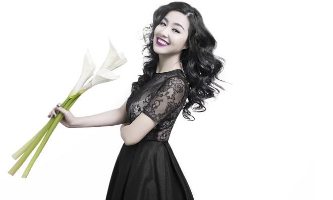 Lê Khánh tươi hơn hoa khi chụp ảnh thời trang