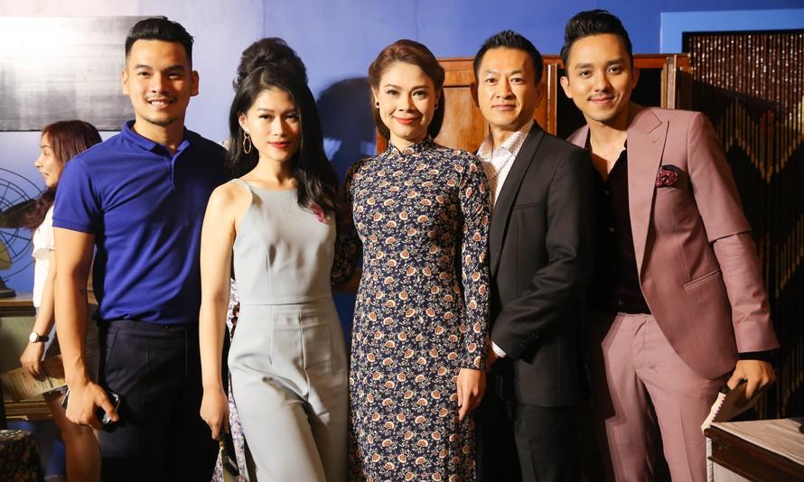 Dàn sao Việt nô nức đi xem liveshow bolero của Đàm Vĩnh Hưng