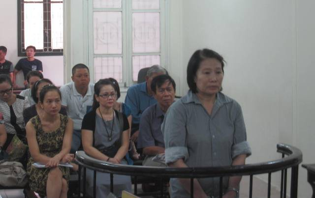 Nữ cựu giảng viên trong phiên xử