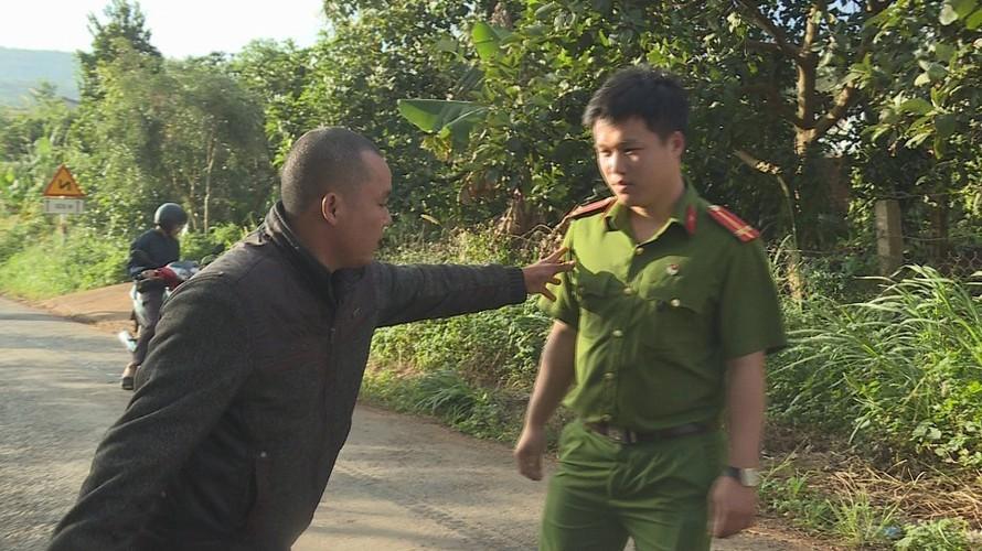 Công an huyện Krông Năng đang thực nghiệm hiện trường