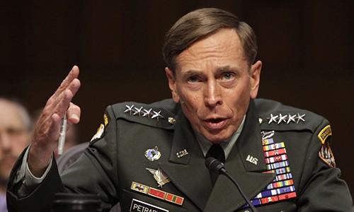 Đại tướng David Petraeus trong phiên điều trần tại Quốc hội Mỹ trước khi trở thành giám đốc CIA, tháng 6/2011. Ảnh: Reuters.