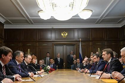Chủ tịch Duma Quốc gia Nga Sergei Naryshkin tại một cuộc gặp với giới chức Crimea. Ảnh: Lenta