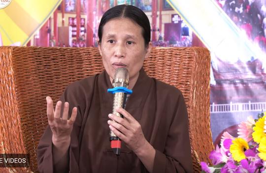 """Bà Phạm Thị Yến, người có """"đặc quyền"""" thuyết giảng về nhân quả, hiện tượng vong nhập, báo oán, giải oán ở chùa Ba Vàng"""