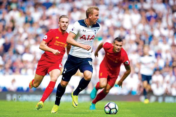 Các đối thủ trong cuộc đua vô địch và tốp 4 đều hy vọng hưởng lợi từ trận chiến giữa Tottenham và Liverpool. Ảnh: GETTY IMAGES.
