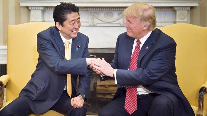Tổng thống Mỹ Donald Trump và Thủ tướng Nhật Bản Shinzo Abe. Nguồn: Japan Times.