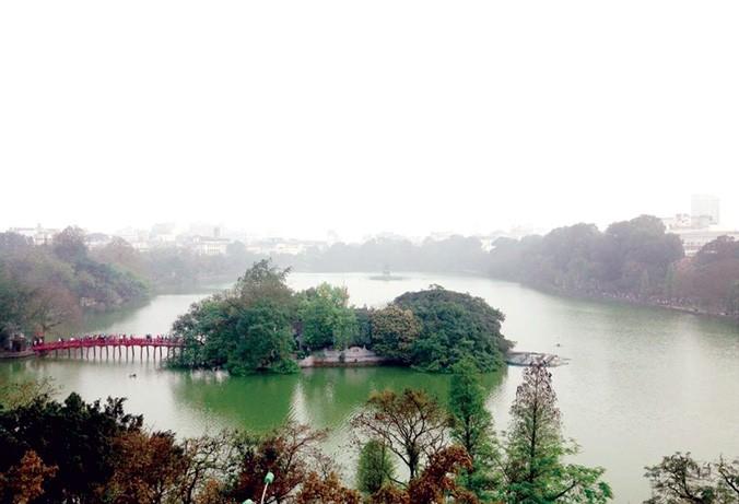 Hồ Gươm nhìn từ trên cao. Ảnh: Trường Phong.