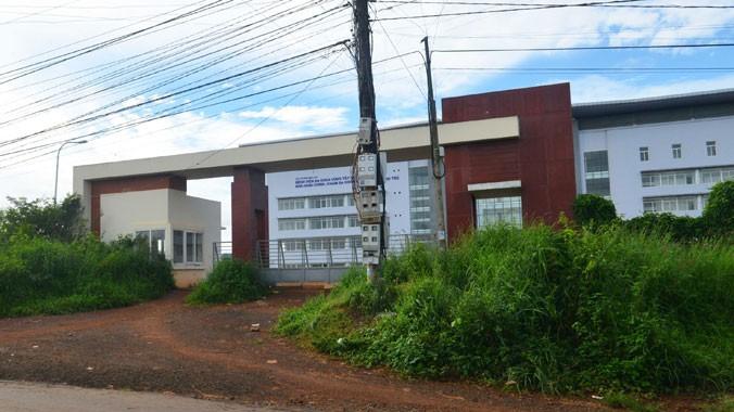 Bệnh viện Tây Nguyên mua máy tính từ năm 2010 tới nay xây chưa xong.