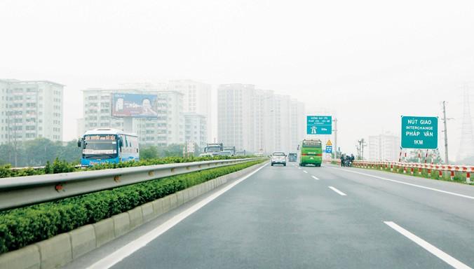 Lái xe cần cảnh giác khi chạy tốc độ cao trong điều kiện các dòng phương tiện trộn làn.