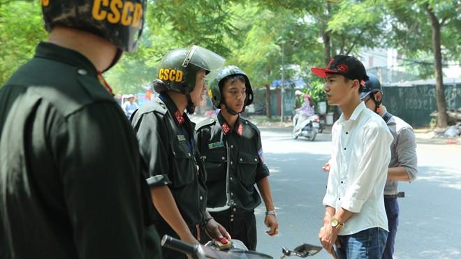 Lực lượng CSCĐ không được phép cắm chốt xử lý vi phạm như CSGT. Ảnh: Nguyễn Hoàn