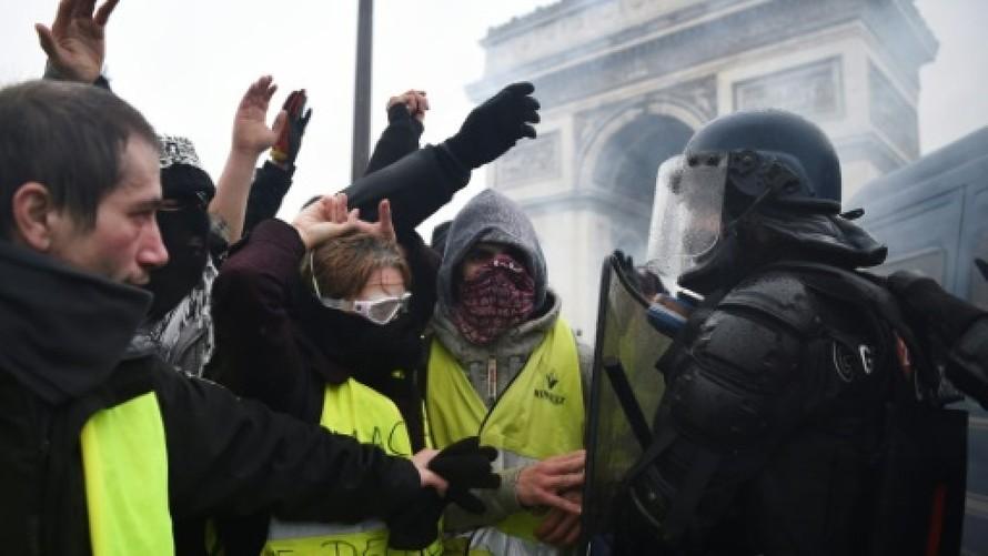 Người biểu tình Áo vàng chạm trán với cảnh sát Pháp liên tục suốt 23 tuần qua