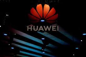 Logo của Huawei trong một cuộc triển lãm tại Thượng Hải. 'Gã khổng lồ' công nghệ Trung Quốc hiện đang 'nằm trong tầm ngắm' của tình báo Mỹ