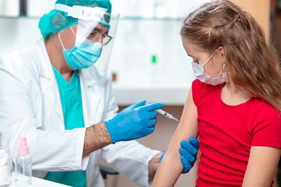 Hãng Moderna thử nghiệm vắc-xin COVID-19 ở trẻ em dưới 12 tuổi từ tháng 3/2021. Ảnh: AP