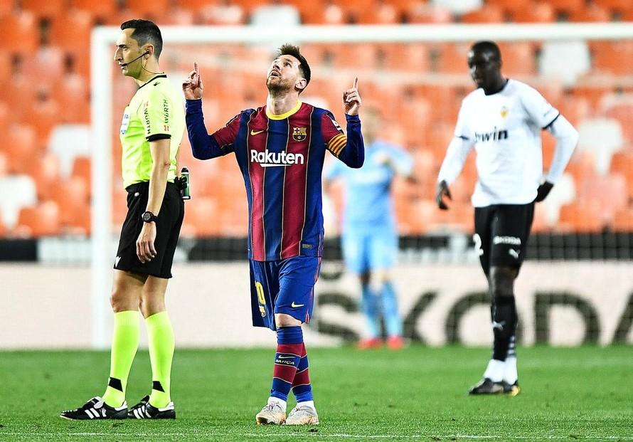 Messi lập cú đúp giúp Barca nuôi giấc mộng vô địch La Liga