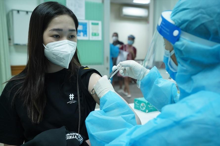 Sau khi được tiêm đủ 2 mũi vắc xin vẫn phải tuân thủ các quy định phòng chống dịch