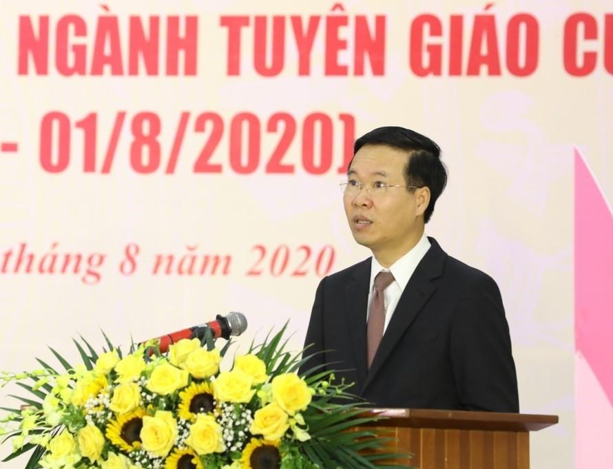 Trưởng Ban Tuyên giáo Trung ương Võ Văn Thưởng đọc diễn văn kỷ niệm Ảnh: TTXVN
