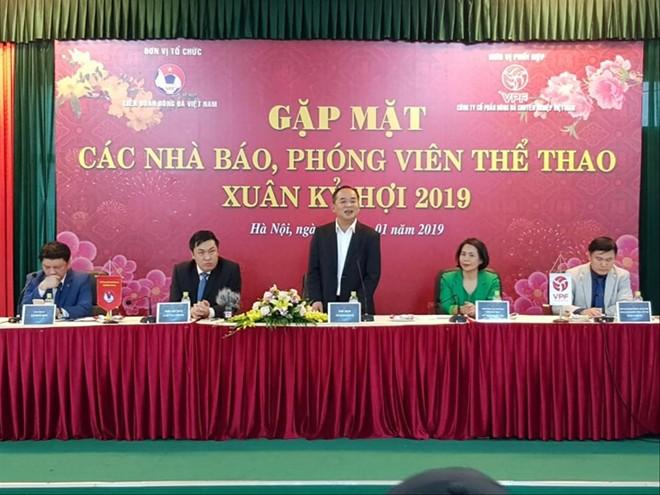 Thứ trưởng Bộ VH-TT&DL, tân chủ tịch VFF Lê Khánh Hải trả lời báo chí trong cuộc gặp mặt chiều 14/1/2019. Ảnh: PT