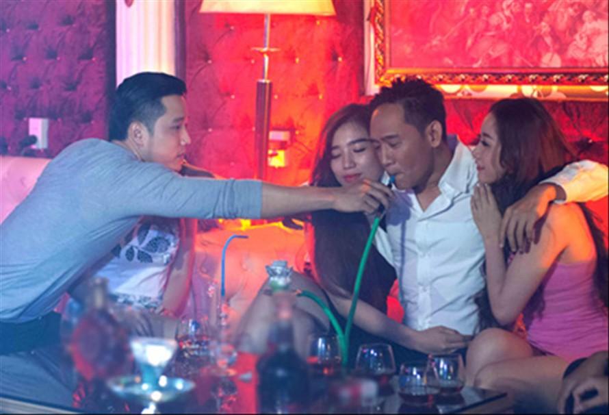 """Duy Mạnh tái hiện pha ăn chơi trong MV """"Lời xin lỗi của một dân chơi"""", 2014"""