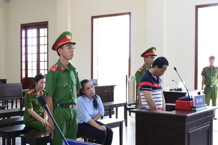 Bị cáo Uyển và bị cáo Hà tại tòa - Ảnh: Kim Hà