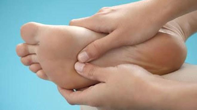 10 dấu hiệu ở chân cảnh báo bệnh hiểm trong cơ thể