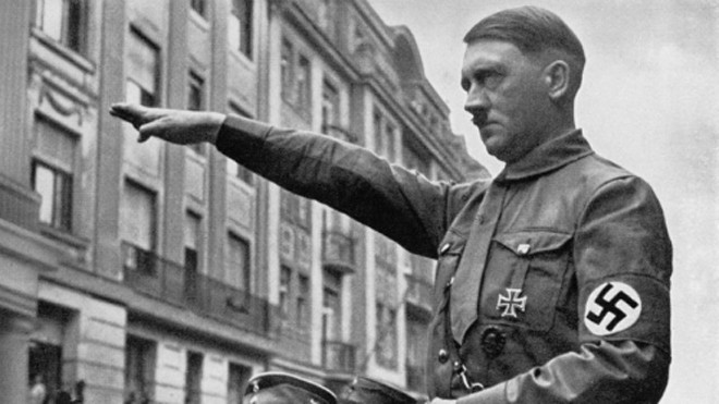 Hitler bị cho mắc hai dị dạng bộ phận sinh dục là ẩn tinh hoàn và chứng hypospadias. Ảnh: NY Post.