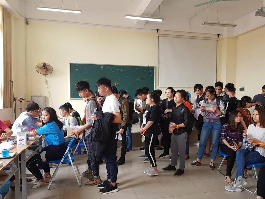 Đông đảo sinh viên Đại Nam hưởng ứng ngày hội hiến máu nhân đạo