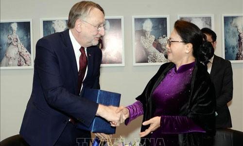 Chủ tịch Quốc hội Nguyễn Thị Kim Ngân và Chủ tịch Ủy ban Thương mại quốc tế Nghị viện châu Âu Bernd Lange.