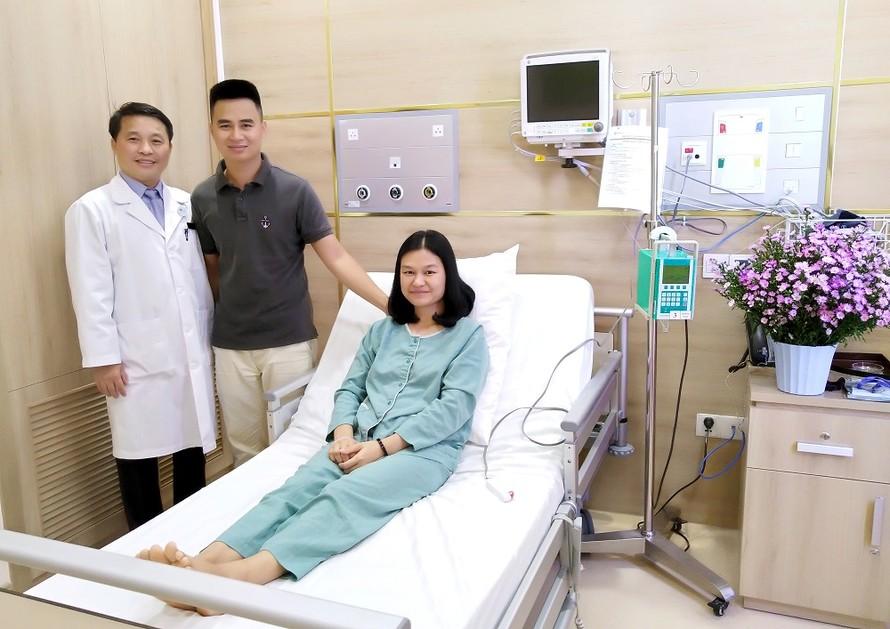 Các bác sĩ Vinmec Đà Nẵng tiến hành ca can thiệp mạch não đầu tiên cho chị Hồng Vĩ