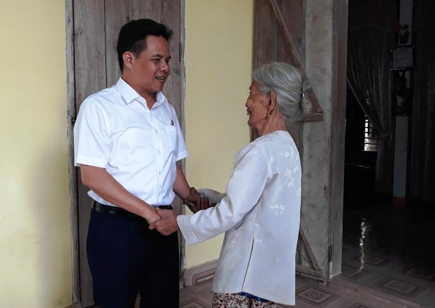 HABECO thăm, tặng quà các gia đình liệt sỹ nhân kỷ niệm 72 năm ngày 27/7