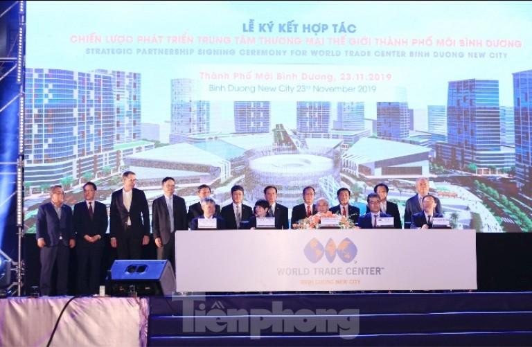Công bố và ký hợp tác phát triển TT Thương mại Thế giới TP. Mới Bình Dương