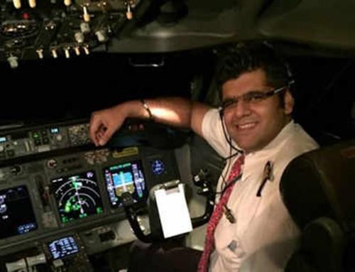 Cơ trưởng Bhavye Suneja trong một chuyến bay. Ảnh: Times of India