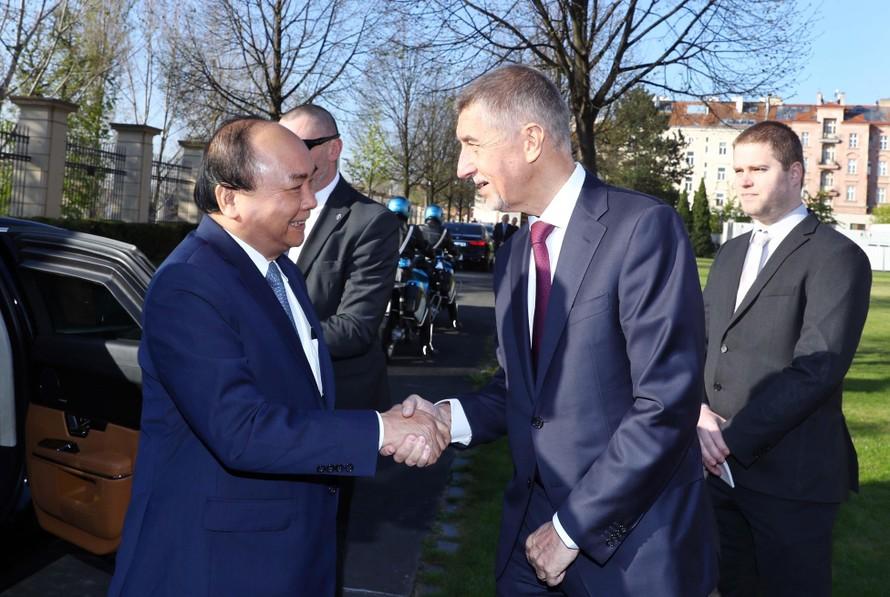 Thủ tướng Cộng hòa Séc Andrej Babis chủ trì lễ đón Thủ tướng Nguyễn Xuân Phúc Ảnh: TTXVN