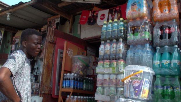 Người dân Nigeria uống nước Fanta và Sprite trong các bữa ăn hàng ngày, vì thế vụ việc phát hiện NBC sản xuất nước ngọt có chứa axit benzoic có thể gây ung thư khiến người dân vô cùng lo lắng.