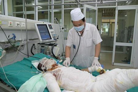 Nạn nhân bị bỏng nặng điều trị tại Viện Bỏng Quốc gia