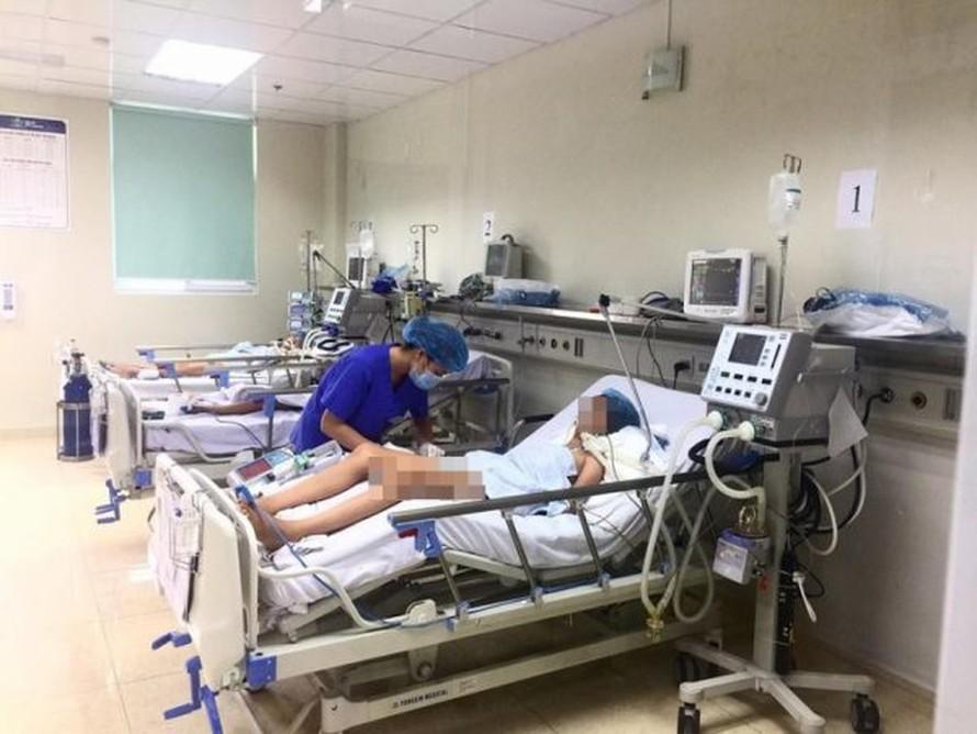 Điều trị cho bệnh nhi tại Khoa Truyền nhiễm - BV Nhi TƯ. Ảnh: Internet