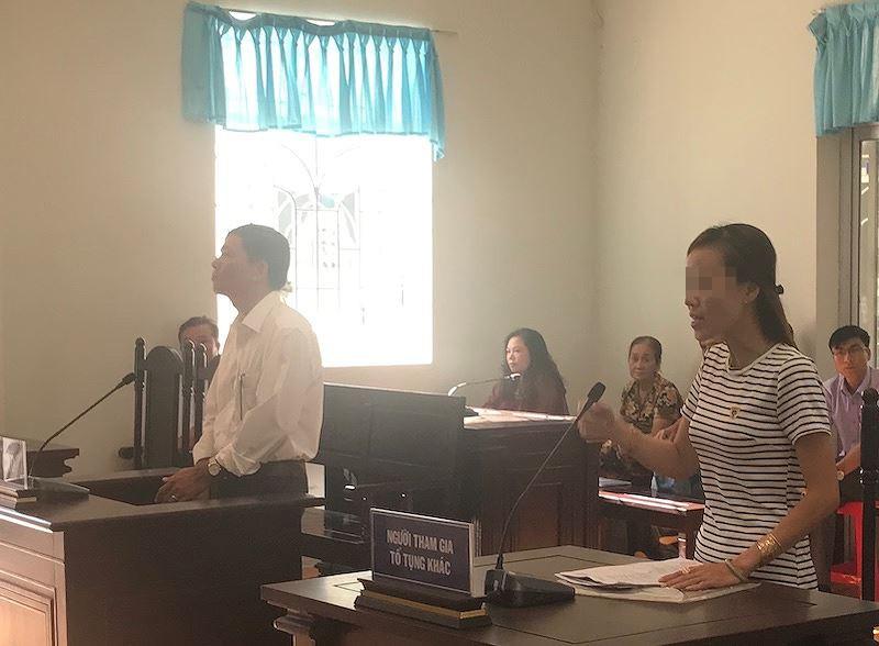 Bị cáo Nguyễn Văn Thịnh và nạn nhân Đ. T. K. L tại toà ngày 29/11/2018