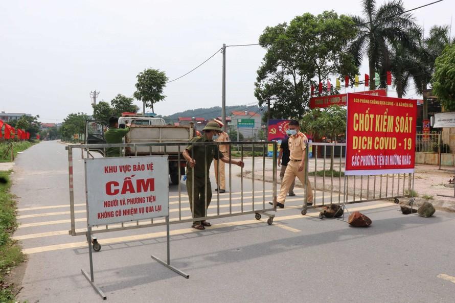 Bắc Giang đã có hơn 400 ca dương tính nCoV; 2 nhân viên y tế từ chối xét nghiệm cho F1 và giới thiệu sang nơi khác - Ảnh 1.