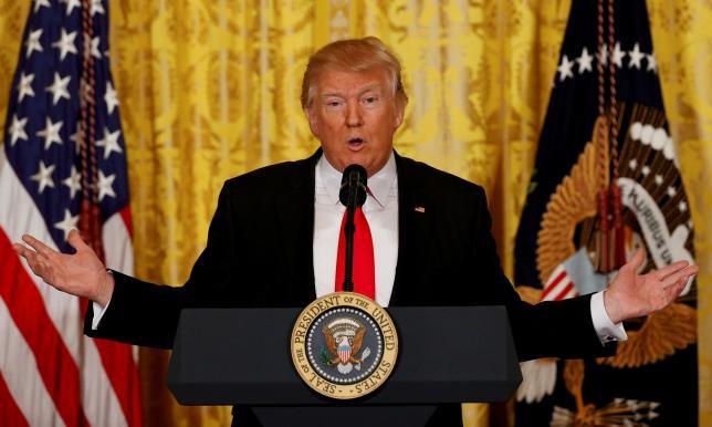 Tổng thống Donald Trump trong buổi họp báo hôm qua, 16/2.