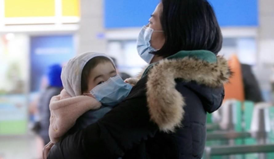 Mấy ngày qua một số tỉnh thành Trung Quốc ghi nhận các bệnh nhi nhiễm coronavirus mới từ bố mẹ. Ảnh: Global Times.