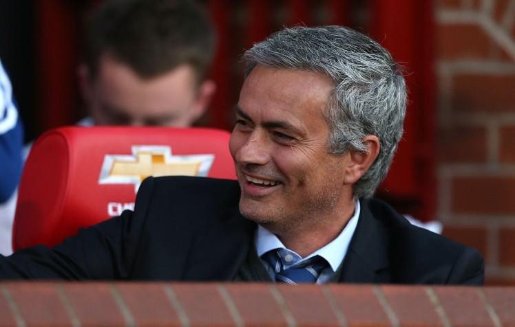 Mourinho chuẩn bị được M.U gia hạn hợp đồng.
