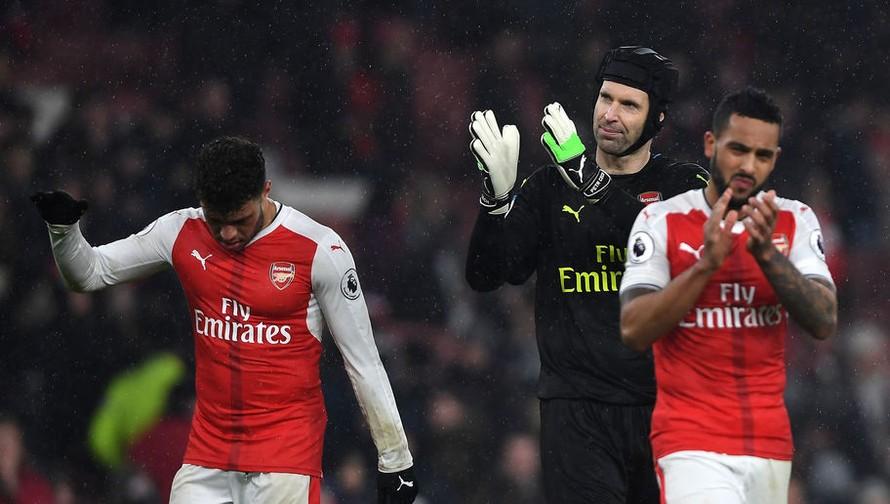 Petr Cech không thể ra sân vì chấn thương.
