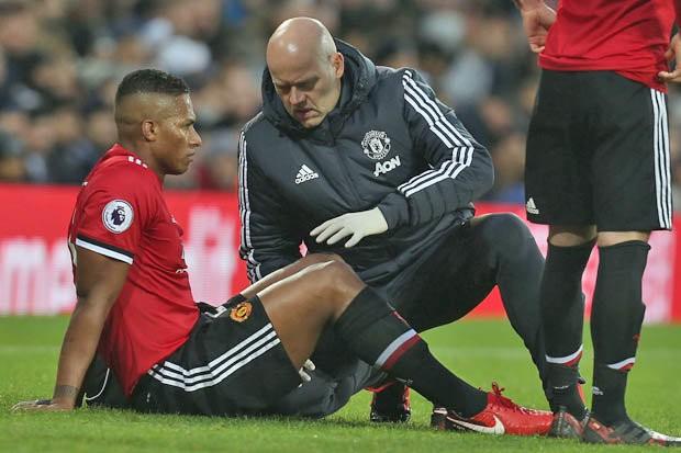 Valencia dính chấn thương ở bắp đùi.