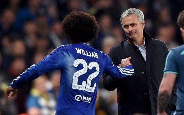 HLV Mourinho chèo kéo Willian.