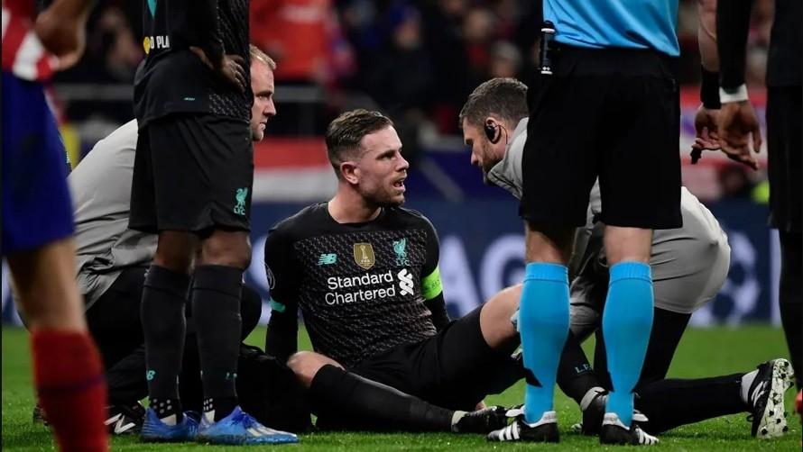 Jordan Henderson dính chấn thương gân khoeo.