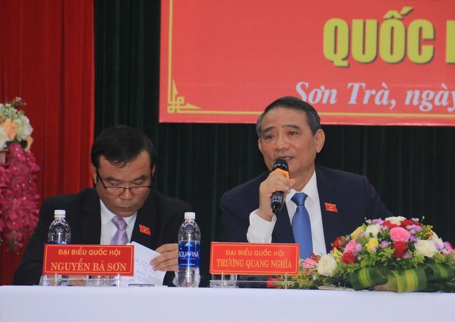 Ông Trương Quang Nghĩa, Bí thư Thành ủy Đà Nẵng trả lời ý kiến của các cử tri liên quan đến kết luận thanh tra đất đai. Ảnh Nguyễn Thành