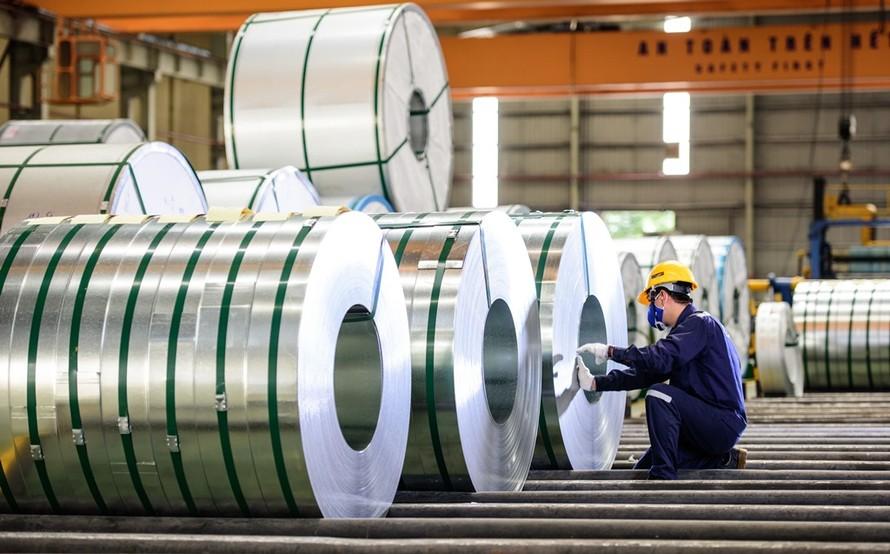 Hoa Sen đã đầu tư và đưa vào hoạt động 11 nhà máy trên cả nước, là một trong những yếu tố quan trọng tạo nền tảng vững chắc cho Hoa Sen cạnh tranh trên thương trường.