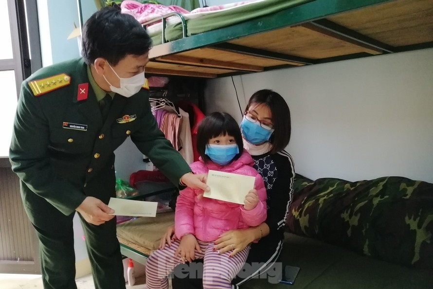 Lãnh đạo Quân khu 1 thăm hỏi, động viên người dân trong khu cách ly