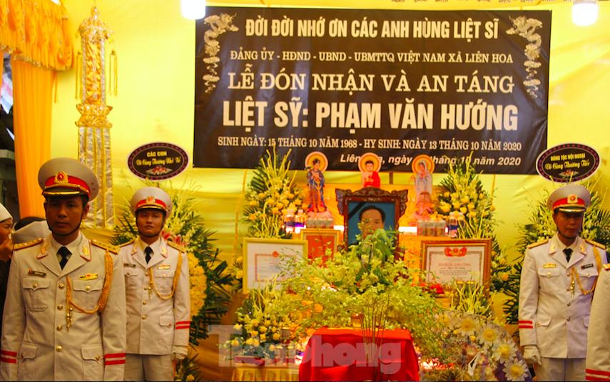 Quê hương Thái Bình trang trọng, thành kính đón Liệt sỹ, nhà báo Phạm Văn Hướng - Ảnh: Hoàng Long