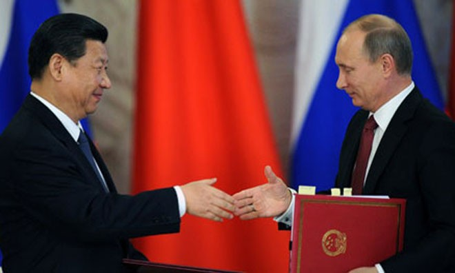 Tổng thống Nga Putin (phải) và Chủ tịch Trung Quốc Tập Cận Bình.