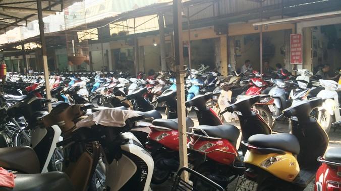 Chợ xe Dịch Vọng - xe chật chỗ nhưng không có người mua